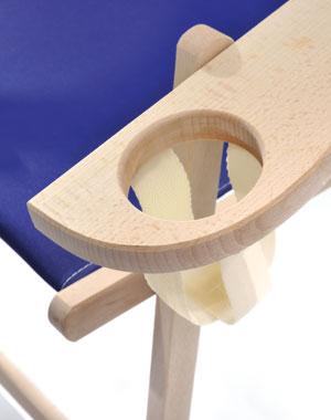 Holzliegestuhl Rhön mit Armlehne/Getränkehalter, Detail Getränkehalter